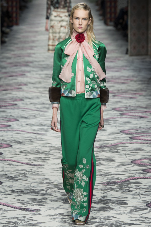 Gucci, green jacket, green trousers, trouser suit, Spring Summer Ready To Wear 2016, women's fashion, catwalk photograph , fashion models, themodeledit.com