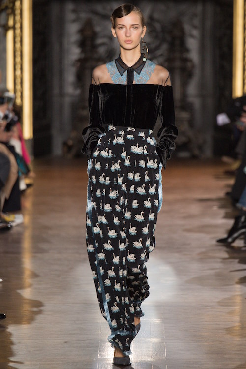 Stella McCartney, bare shoulders, off the shoulders, long skirt,
