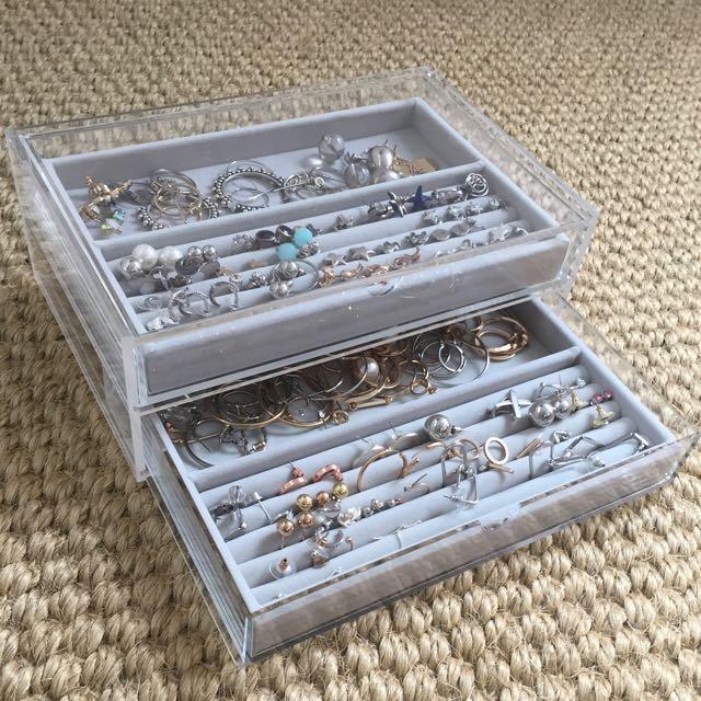 Uniqlo earring box, Uniqlo, Uniqlo plastic container, storage box, earring box, earring container, earrings