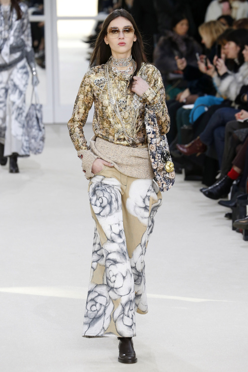 Chanel A/W 2016, wide legged trousers, floral prints, silk trousers, silk blouse
