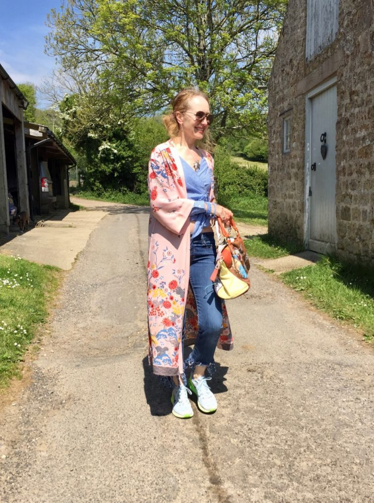 New Look, New Look Women's Fashion, Kimono, New Look Floral Kimono, frayed jeans, Levis, Trainers, El Vaquero bag, vintage leather handbag