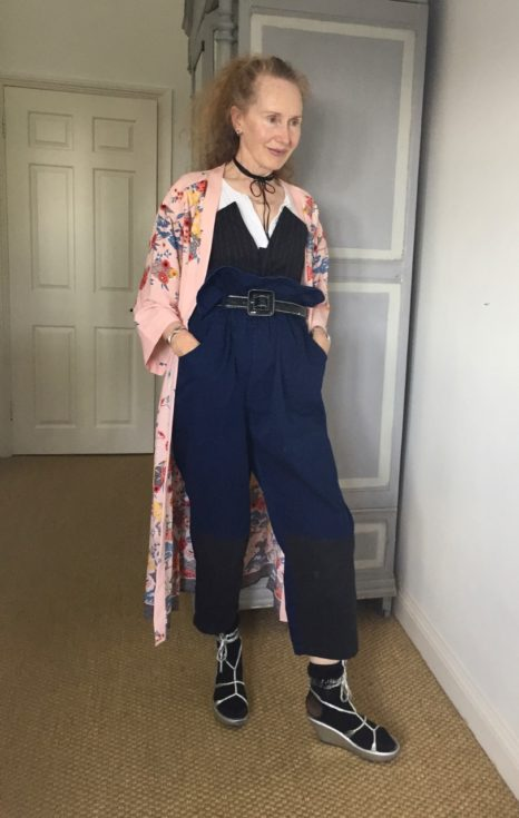Kimono, baggy trousers, Monki, gladiator sandals, silver shoes